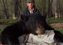 Bar-Nunn Guide, Billy, with JT's spring black bear