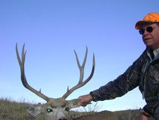 Rick Showalter from Salina Kansas traveled to Wyoming to hunt mule deer for the first time.  Chad Justus guided Rick to this nice mule deer buck on the third day of his hunt.